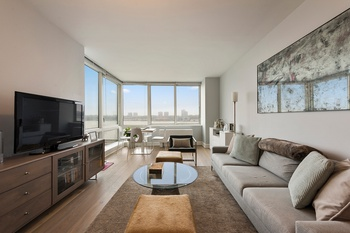 Amazing One Bedroom Condo with Alcove and Hudson River Views